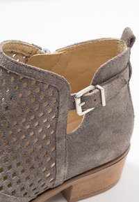 Pier One - Ankle boot - grey - 2