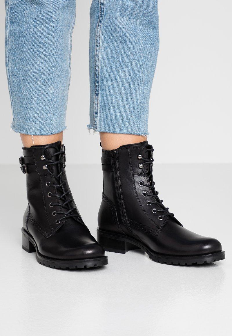 Pier One - Šněrovací kotníkové boty - black