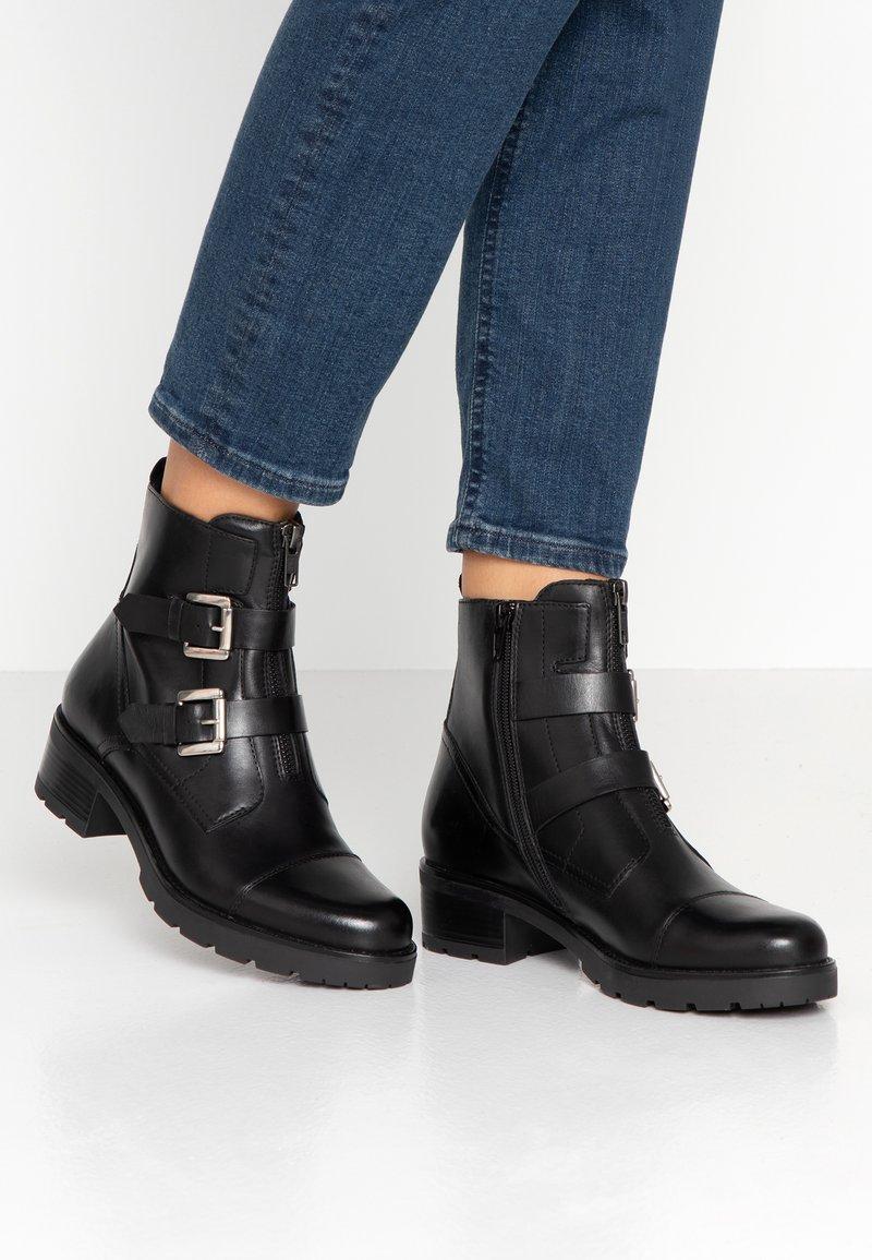 Pier One - Kovbojské/motorkářské boty - black