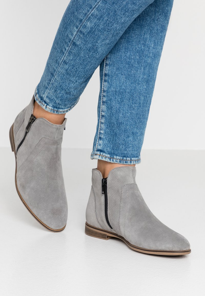 Pier One - Ankle Boot - light grey