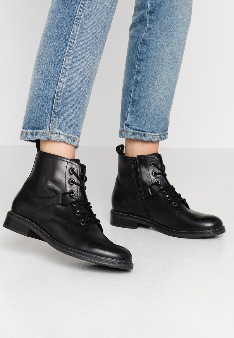 Pier One - Kotníková obuv - black