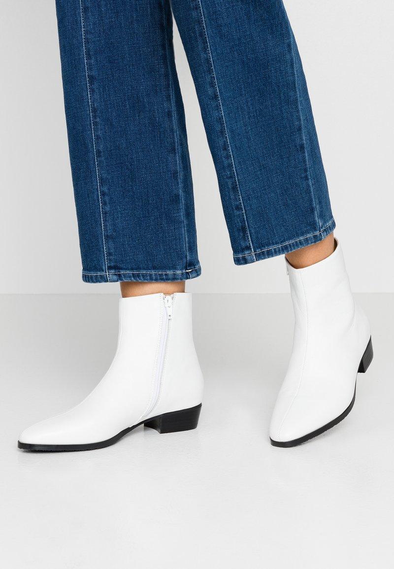 Pier One - Stiefelette - white