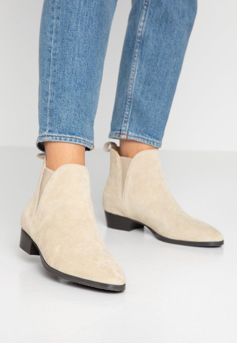 Pier One - Kotníková obuv - beige