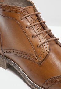 Pier One - Ankle Boot - cognac - 6