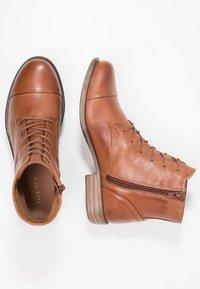 Pier One - Šněrovací kotníkové boty - brandy - 2