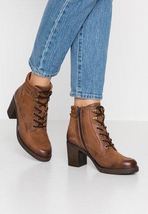 Kotníková obuv - cognac