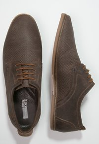 Pier One - Chaussures à lacets - brown - 1