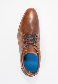 Pier One - Volnočasové šněrovací boty - cognac - 1