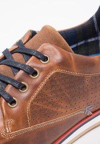 Pier One - Volnočasové šněrovací boty - cognac - 5