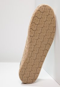 Pier One - Espadryle - brown - 4