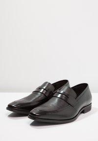 Pier One - Elegantní nazouvací boty - black - 2