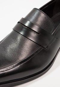 Pier One - Elegantní nazouvací boty - black - 5