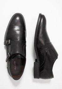 Pier One - Elegantní nazouvací boty - black - 1