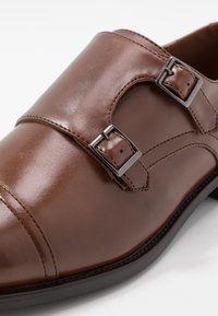 Pier One - Smart slip-ons - cognac - 5