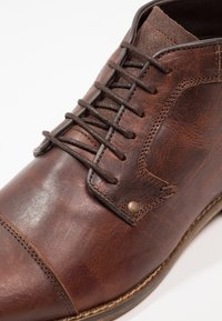 Pier One - Chaussures à lacets - dark brown - 5