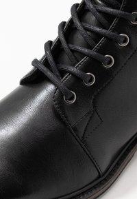 Pier One - Šněrovací kotníkové boty - black - 5