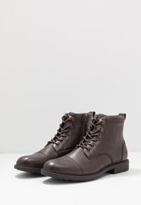 Pier One - Bottines à lacets - brown - 2