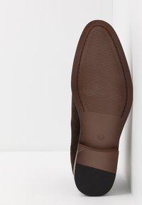 Pier One - Kotníkové boty - dark brown - 4