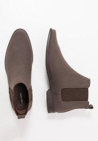 Pier One - Kotníkové boty - cognac - 1