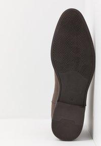 Pier One - Kotníkové boty - cognac - 4