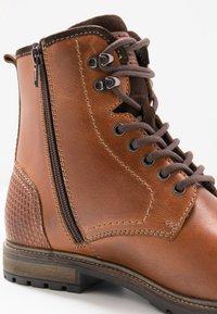 Pier One - Šněrovací kotníkové boty - cognac - 5