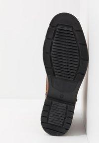 Pier One - Šněrovací kotníkové boty - cognac - 4