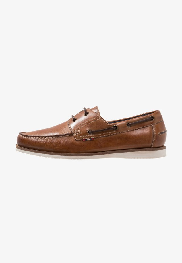 Boat shoes - cognac