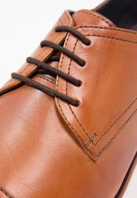 Pier One - Derbies & Richelieus - cognac - 5