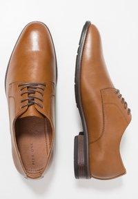 Pier One - Zapatos con cordones - cognac - 1