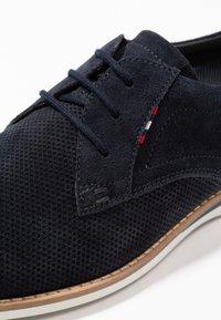 Pier One - Chaussures à lacets - blue - 5