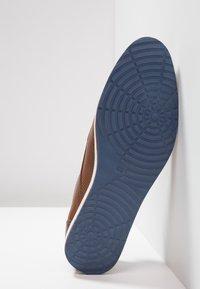 Pier One - Chaussures à lacets - cognac - 4
