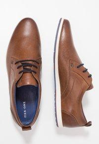 Pier One - Chaussures à lacets - cognac - 1