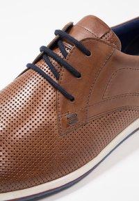 Pier One - Chaussures à lacets - cognac - 5