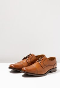 Pier One - Elegantní šněrovací boty - cognac - 2