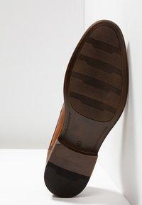 Pier One - Elegantní šněrovací boty - cognac - 4