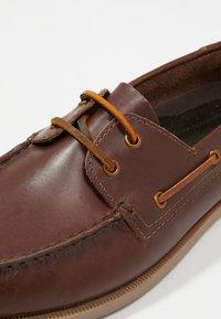 Pier One - Chaussures bateau - brown - 5