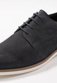 Pier One - Zapatos con cordones - dark blue - 5