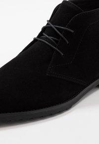 Pier One - Volnočasové šněrovací boty - black - 5