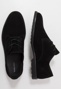 Pier One - Derbies - black