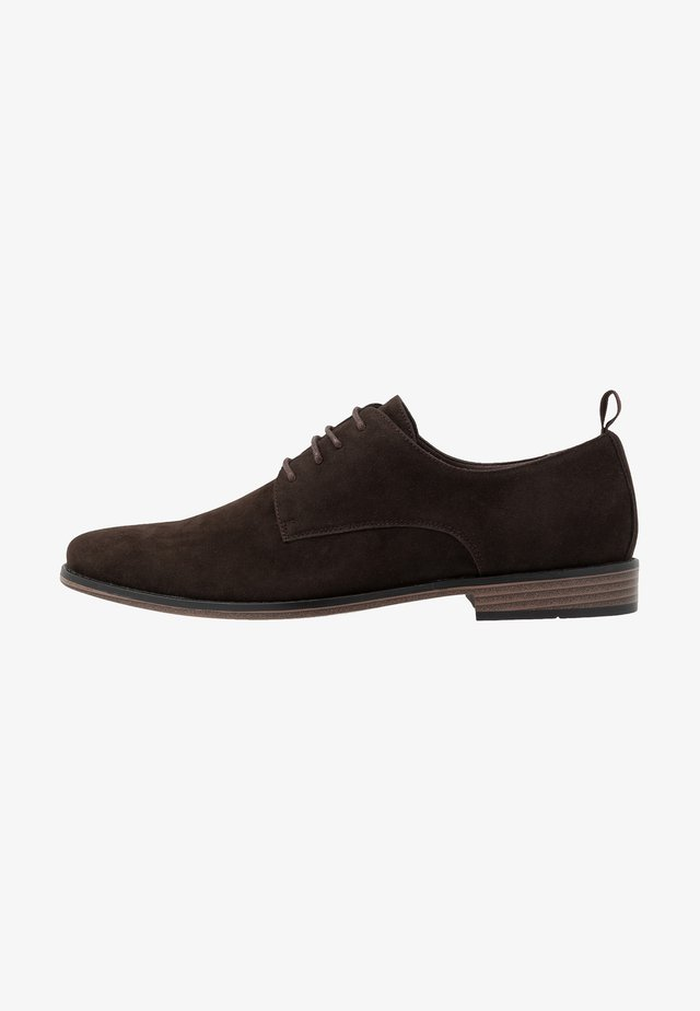 Lace-ups - brown