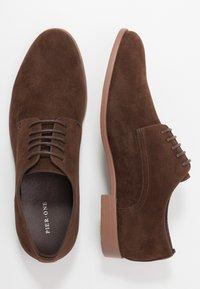 Pier One - Elegantní šněrovací boty - dark brown - 1