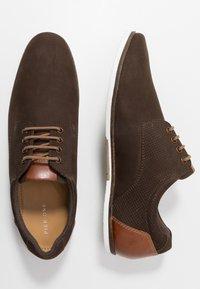 Pier One - Volnočasové šněrovací boty - brown - 1