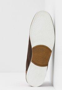 Pier One - Volnočasové šněrovací boty - brown - 4