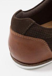 Pier One - Volnočasové šněrovací boty - brown - 5