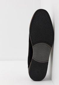 Pier One - Volnočasové šněrovací boty - black - 4
