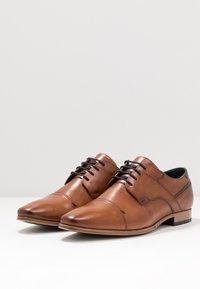 Pier One - Šněrovací boty - cognac - 2