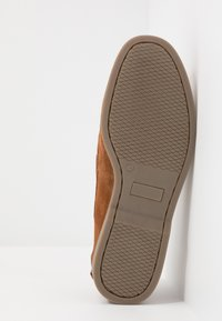 Pier One - Boat shoes - cognac - 4