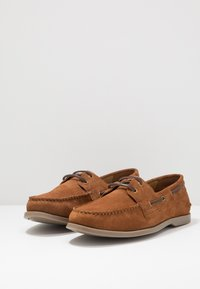 Pier One - Boat shoes - cognac - 2