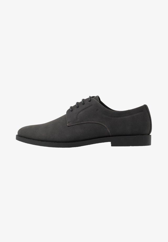 Elegantní šněrovací boty - grey