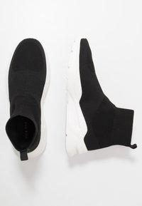 Pier One - Sneakersy wysokie - black/white - 0